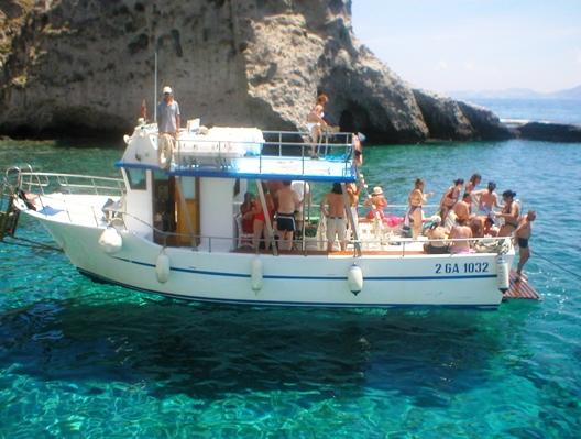 Escursioni ina barca